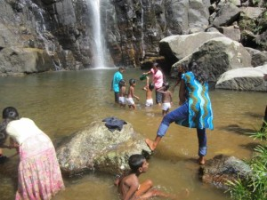 6. Kinder im Wasser b