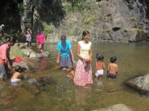 7. Kinder im Wasser c