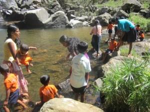 8. Kinder im Wasser d