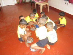 Sirasara septemer-2016-im-neuen-kindergarten-02